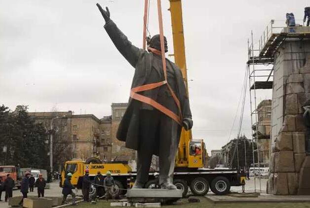 XCMG QY130K lift statue