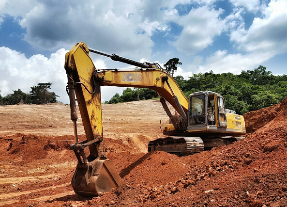 XCMG excavator build roads in Africa