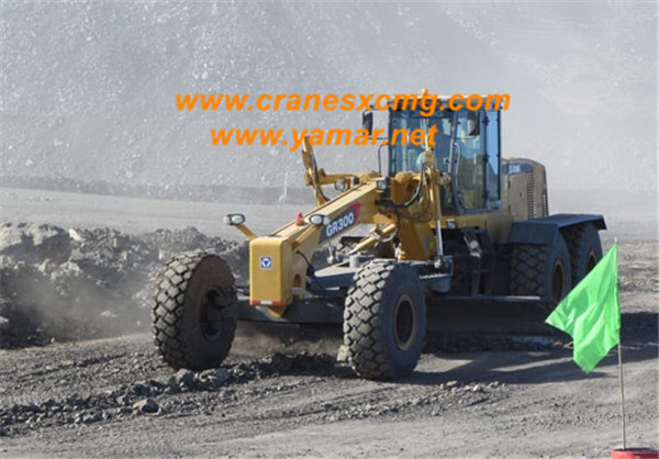 XCMG motor grader GR300 working in Europe (2)