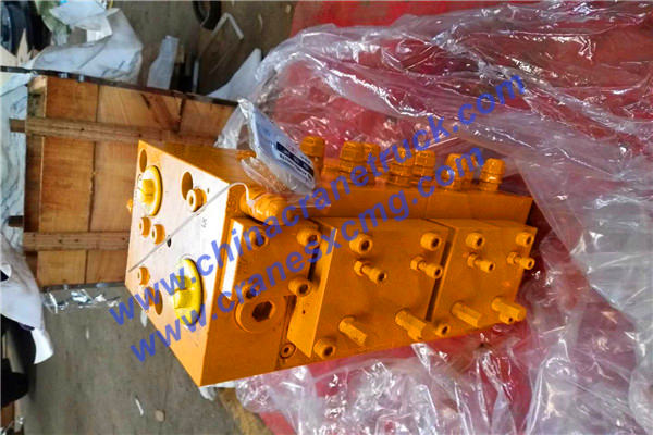 Customer order multi-way control valve fro XCMG 70t truck crane
