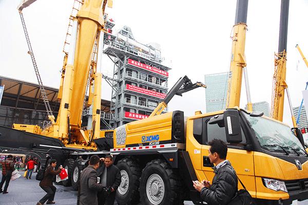 XCMG 1200 ton all terrain crane.png