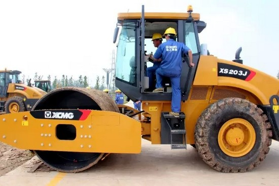 XCMG road roller training (1)