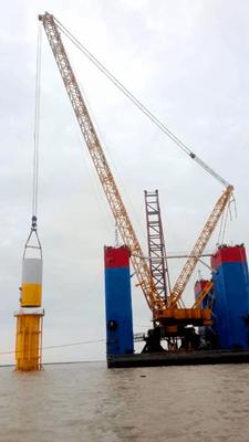 徐工XGC28000挑战海上风电吊装.png