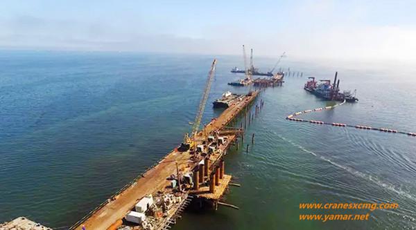 XCMG crawler crane build seaport
