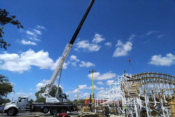 XCT40U truck crane.jpg