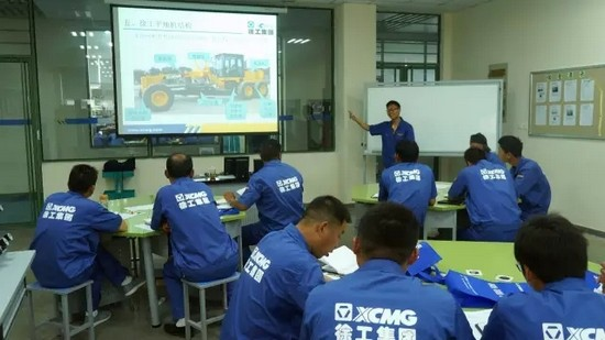 XCMG road roller training (3)