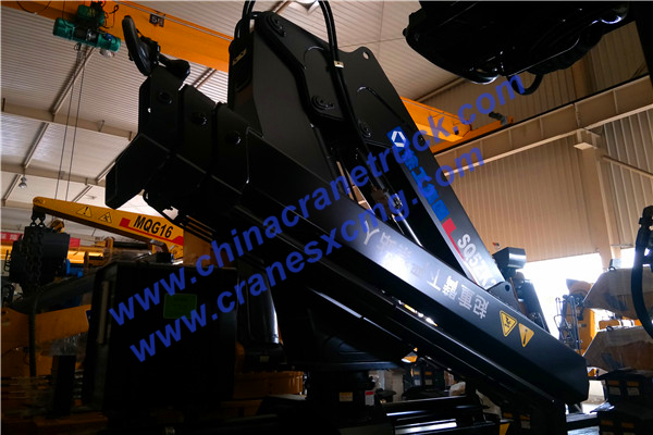 Customer order 5 ton knuckle boom XCMG truck-mounted crane