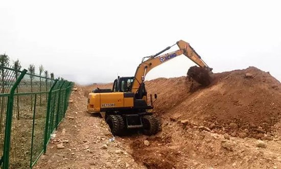 XCMG 15 ton wheel excavator is working in Ningxia province