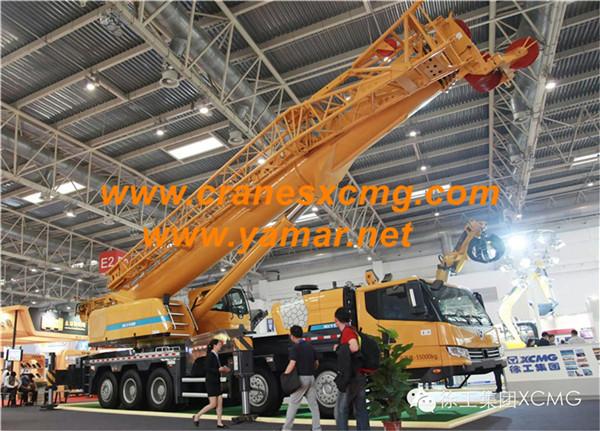 XCMG 130 ton truck crane XCT130