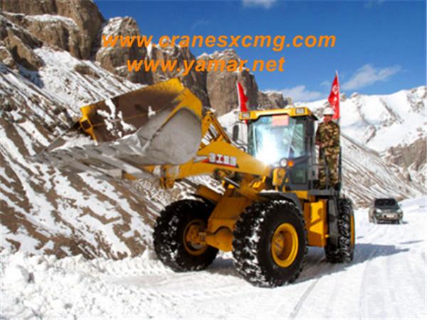 XCMG wheel loader climb mountain