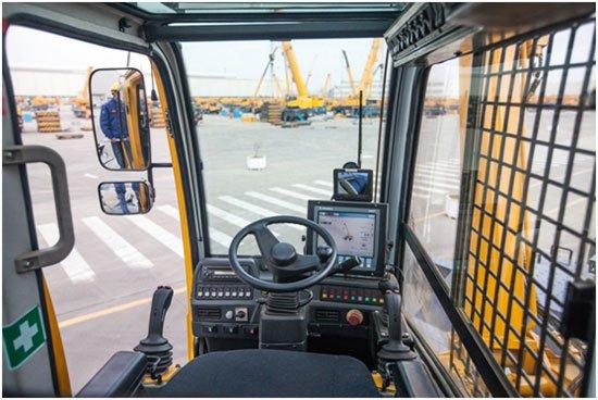 XCMG rough terrain crane cab.jpg